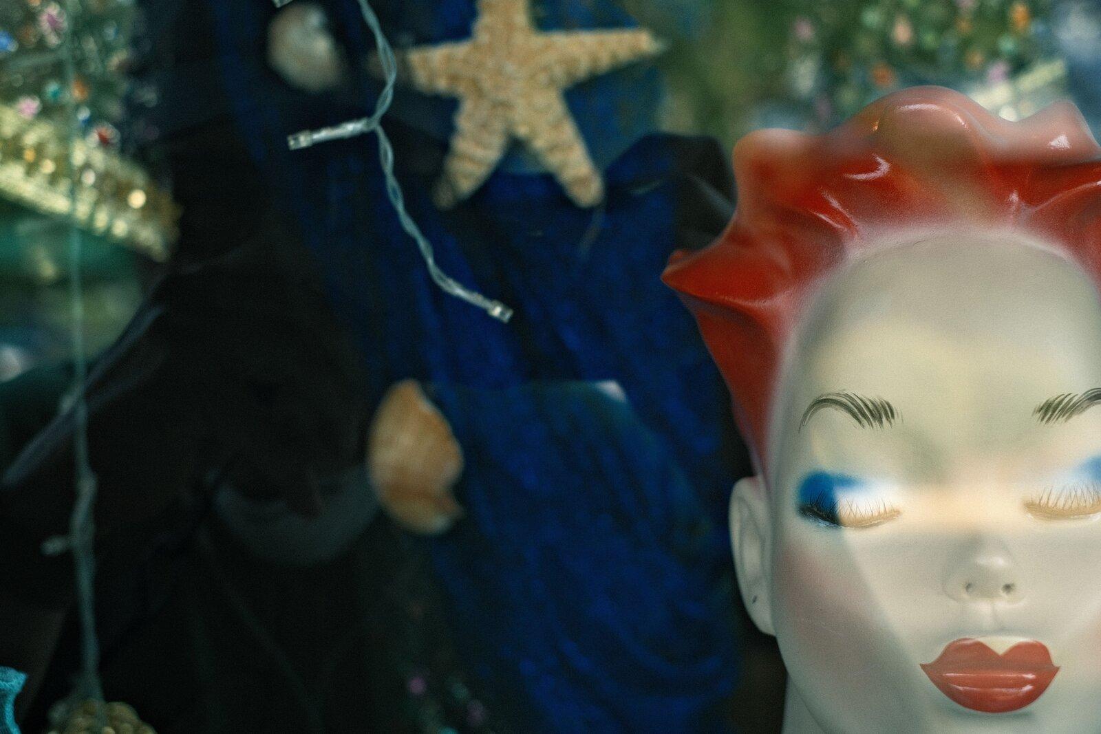 XPro3_Aug30_21_storewindow_mannequin#2.jpg