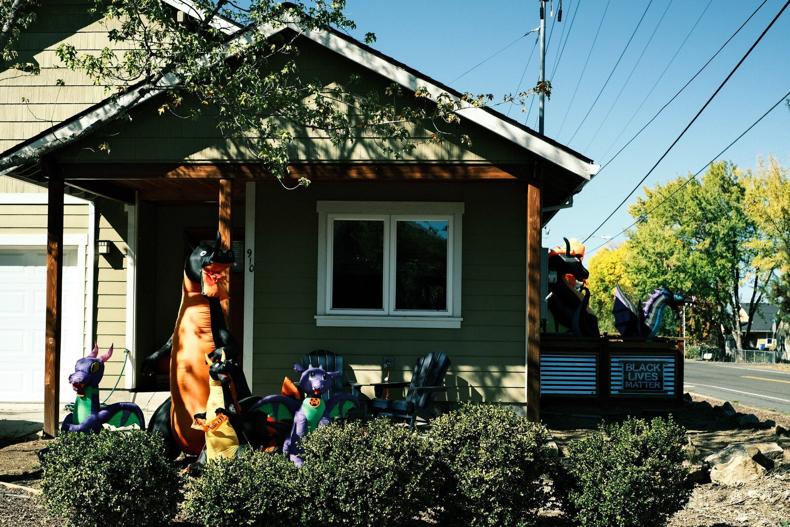 XPro3_Oct9_21_house_w-blow-up_dragons.jpg