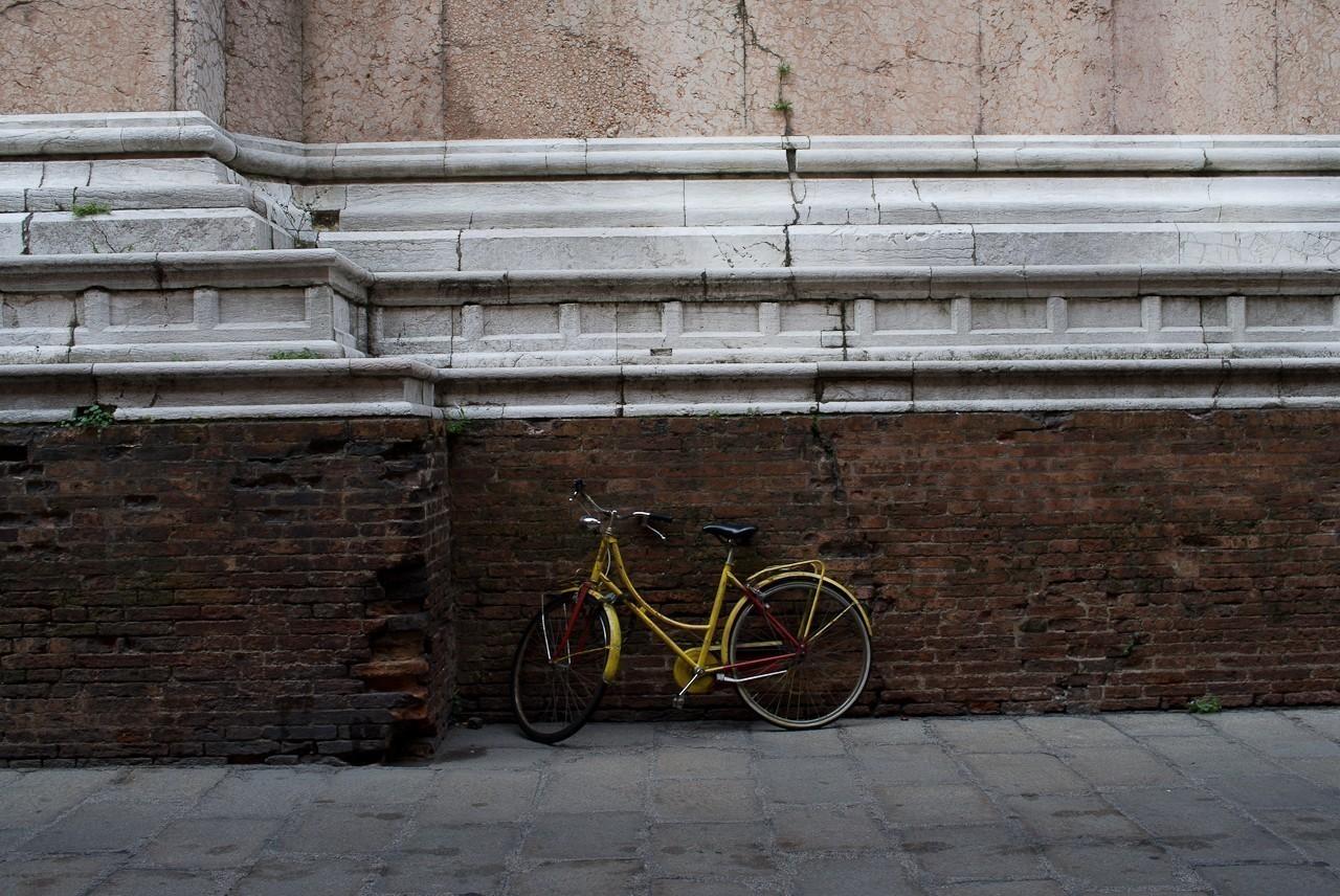 yellow_bicycle.jpg
