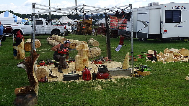 Chainsaw sculpture - Cheers, Jock