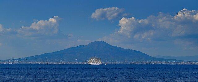 Italy 2018 XPro2 Sorrento 41 Vesuvius and Sailing Ship panoramic.jpg