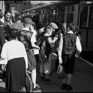 evacuee_children_catching_the_train