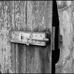 Unbolted barn door