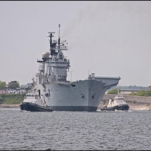 HMS Illustrious swings to starboard