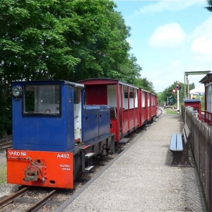 Narrow Gauge Train at Toddington Station