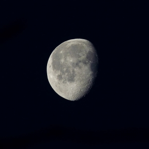 FZ200_shooting_the_moon_010_Medium_